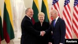 Potpredsjednik SAD Joe Biden sa predsjednicom Litvanije Daliom Grybauskaite i predsjednikom Latvije Andrisom Berzinsom