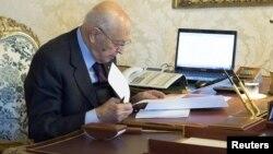 Presiden Italia Giorgio Napolitano mengangkat para pakar untuk mengatasi kebuntuan politik di Italia (foto: dok).