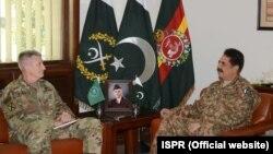 جنرل راحیل شریف جنرل جان نکلوسن کے ہمراہ راولپنڈی میں۔