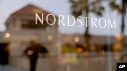 La vitrine de Nordstrom dans un centre commercial de Brea, en Californie, le 9 mai 2013.