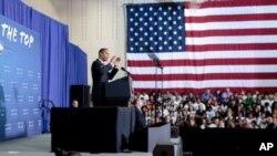 صدر اوباما تقریب سے خطاب کرتے ہوئے