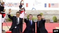 Từ trái: Tổng thống Hoa Kỳ Barack Obama, Tổng thống Nga Dmitry Medvedev và Tổng thống Pháp Nicolas Sarkozy tại Hội nghị thượng đỉnh G8 ở Deauville, ngày 26/5/2011