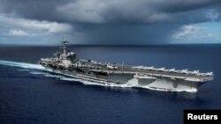 Tàu sân bay USS Carl Vinson tại Biển Philippine trong cuộc tập trận với Lực lượng Phòng vệ Biển của Nhật Bản ngày 23/4/2017