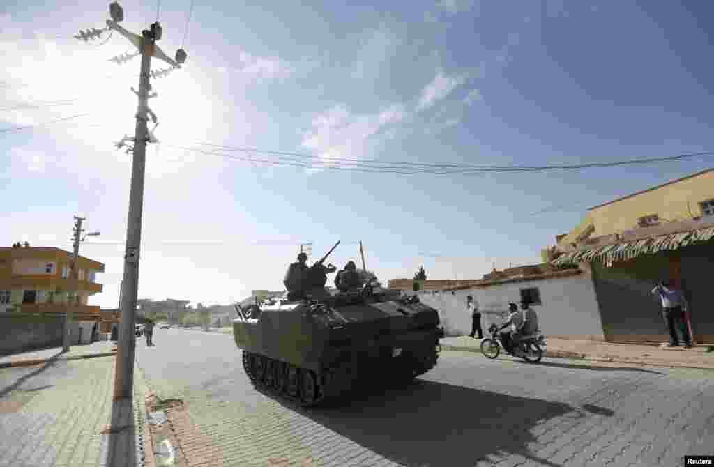 ترک فوجی ٹینک شام کی سرحد کی جانب بڑھ رہاہے