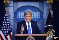 總統在白宮記者會上講話。 (2020年7月22日)