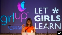 Ibu Negara AS Michelle Obama berbicara dalam KTT kepemimpinan anak perempuan yang diselenggarakan Yayasan PBB di Washington, Juli 2014. (AP/Molly Riley)