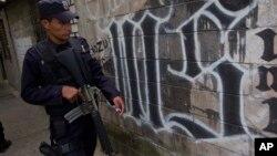 Según el Tesoro, los tres sancionados son miembros de pandillas locales de la mara en Los Ángeles.
