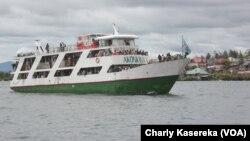 Le bateau Akonkwa 1 sur le lac Kivu où un canot a chaviré causant la mort et la disparition de plusieurs personnes entre Goma et Bukavu, dans l'est de la RDC. VOA/Charly Kasereka