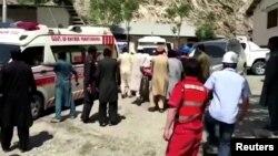 资料照:在巴基斯坦开伯尔-普赫图赫瓦省发生针对中国公民的汽车爆炸袭击案后,停在达苏医院的救护车。(2021年7月14日)