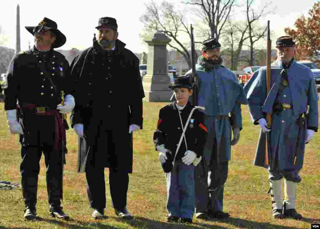 Церемонія на кладовищі