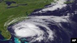 8月26号美国国家飓风中心提供的卫星图片