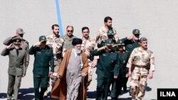 رهبر جمهوری اسلامی ایران در جمع فرماندهان نظامی.