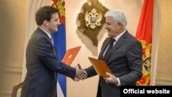 Ministri pravde Srbije i Crne Gore, Nikola Selaković i Duško Marković, nakon potpisivanja ankesa Memoranduma o saradnji (gov.me)