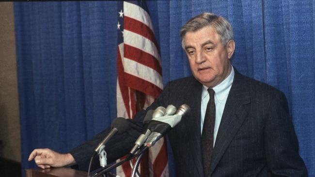 Ông Walter Mondale năm 1989.