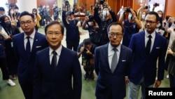 香港四位民主派议员被取消议员资格后见记者(路透社2020年11月11日)