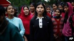 지난 2월 인도 뉴델리에서 시각장애 여성들이 장애인 권리 법안 통과를 촉구하며 시위를 벌이고 있다.