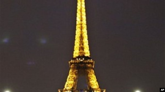 A ribbon which banned access to the Eiffel Tower is seen, in Paris, 28 Sep 2010