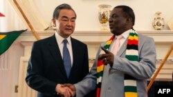 Umongameli Emmerson Mnangagwa lomphathintambo kahulumende wakwele China uMn. Wang Yi ahlangane laye yena ekukhefu.