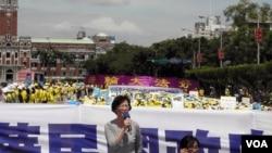 台灣立法委員黃文玲在會上發言(美國之音葉兵拍攝)