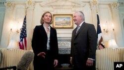 خانم موگرینی در وزارت خارجه آمریکا با رکس تیلرسون وزیر خارجه جدید ایالات متحده دیدار کرد.