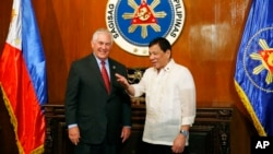 U.S. State Secretary Rex Tillerson, left, is welcomed by Philippine President Rodrigo Duterte during the former's courtesy call at Malacanang Palace in Manila, Aug. 7, 2017.