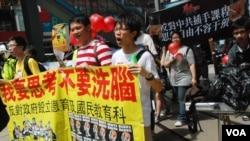 學民思潮5月13日發起的「不要染紅教育大遊行」,只有超過100人參加