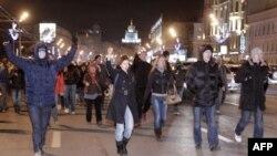 Протесты распространяются на города России