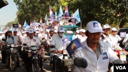 An election campaign rally of the opposition Cambodian National Rescue Party (CNRP) in Phnom Penh on the first day of official campaign season, June 27, 2013. (VOA Khmer)
