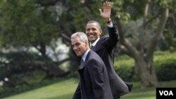 Rahm Emanuel junto al presidente Barack Obama, en sus últimos días de trabajo en la Casa Blanca, en agosto de 2010.