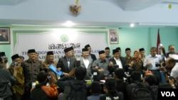 Majelis Ulama Indonesia dan Forum Ukhuwah Islamiyah mendesak partai politik peserta pemilu 2014 yang berbasis massa Islam, berkoalisi jelang pemilihan Presiden Juli mendatang, dalam pertemuan di Jakarta, Senin, 21 April 2014 (Foto: VOA/Andylala).