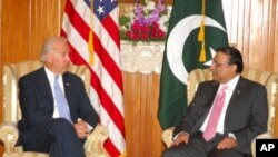 ຮອງປະທານາທິບໍດີສະຫະລັດ ທ່ານ Joe Biden ພົບປະກັບທ່ານປະທານາທິບໍດີ Zardari ຂອງປະກິສຖານ ໃນວັນພຸດ, ທີ 12 ມັງກອນ, 2011 ທີ່ນະຄອນຫລວງ ອິສລະມະບັດ.