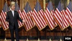 El presidente de la Cámara de Representantes, John Boehner, dijo que los legisladores tienen que reunirse en torno a su colega herida.