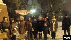 莫斯科甘地广场上的支持藏人的活动。(美国之音白桦拍摄)
