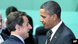 លោក នីកូឡាស សារកូហ្ស៊ី (Nicolas Sarkozy) ប្រធានាធិបតីបារាំង(ឆ្វេង) និងលោកប្រធានាធិបតីសហរដ្ឋអាមេរិក បារ៉ាក់ អូបាម៉ា បានជួបចរចាមុនជំនួបកំពូល G20 ក្នុងទីក្រុងសេអ៊ូល កូរ៉េខាងត្បូង។