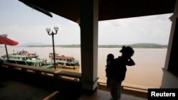 중국에서 미얀마와 라오스를 거쳐 태국에 입국한 탈북 여성과 아기. (자료사진)