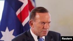 Thủ tướng Australia Tony Abbott từng nói rằng việc phái nhân viên y tế đến Tây Phi là quá nguy hiểm.