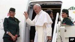 پاپ فرانسيس وارد مصر شد.