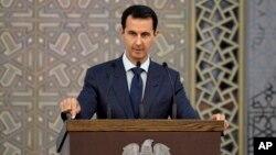Presiden Suriah Bashar al-Assad berbicara kepada para diplomat Suriah di Damaskus (foto: dok).