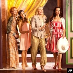 """CYNTHIA NIXON as Miranda Hobbes, SARAH JESSICA PARKER as Carrie Bradshaw, KIM CATTRALL as Samantha Jones and KRISTIN DAVIS as Charlotte York in New Line Cinema's comedy """"SEX AND THE CITY 2,"""" a Warner Bros. Pictures release."""