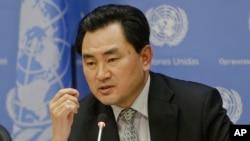 13일 유엔주재 북한대표부 안명훈 차석대사가 유엔 본부에서 기자회견을 가지고 있다.