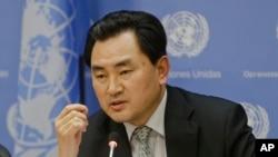 지난 13일 유엔주재 북한대표부 안명훈 차석대사가 유엔 본부에서 기자회견을 갖고 미국 정부에 군사훈련을 중단하면 핵실험 계획을 중지하겠다고 거듭 제안했다.