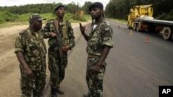 Soldados angolanos: Vão reformar a segurança guineense