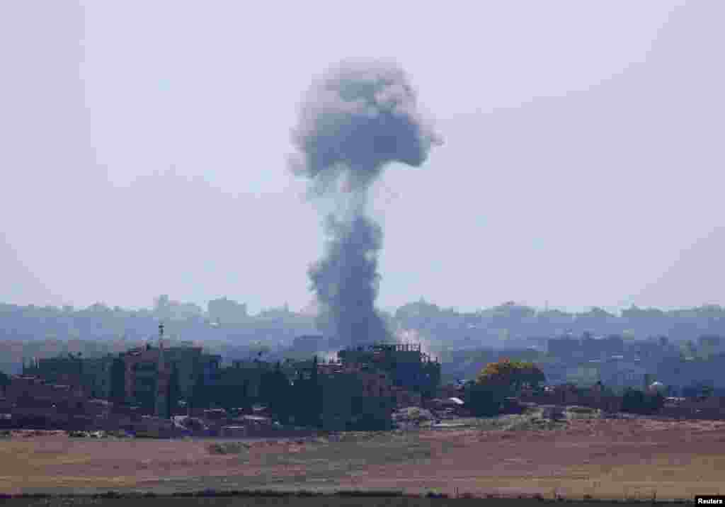 Smoke rises after an explosion in the northern Gaza Strip after Israeli airstrikes resumed in the Gaza Strip, July 15, 2014.