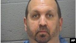 Policijski foto Craig Stephen Hicks-a, 46, srijeda, Feb. 11, 2015.