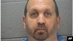 Craig Stephen Hicks, 46, saat ditangkap sebagai tersangka, 11 Februari 2015.