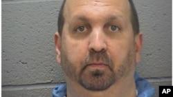 La imagen de la policía de Durham muestra a Craig Stephen Hicks, quien es sospechoso del asesinato de tres musulmanes en Carolina del Norte.