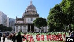 6月12日世界杯比赛开始前数百名巴西人在里约热内卢举行抗议