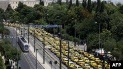 Greqi, greva e taksistëve shkakton bllokime masive