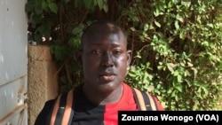 Achille Sanou, employé dans une mine d'or à Ouagadougou, Burkina, 21 décembre 2017. (VOA/ Zoumana Wonogo)