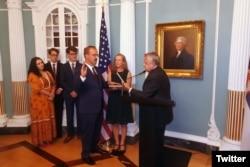 Novi američki ambasador u Srbiji Entoni Godfri polaže zakletvu u Stejt departmentu (Izvor: Twitter)